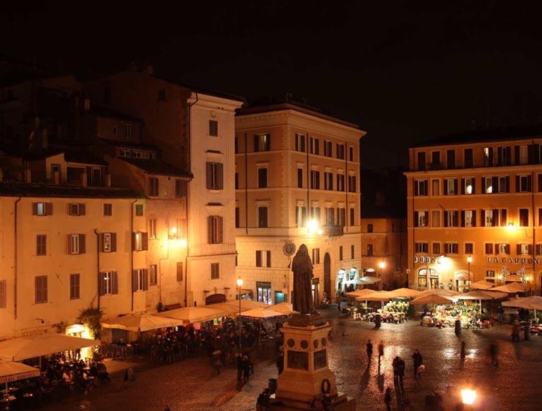 night_life_piazza_campo_de_fiori_roma